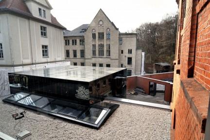 Gedenk- und Bildungsstätte Andreasstraße: Dach des Kubus (Foto: Claus Bach)
