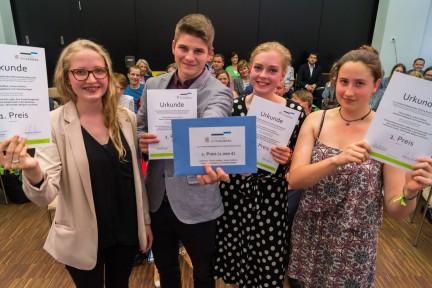 Die Gewinner des 13. Schülerwettbewerbs (v.l.): Chiara Daffner, Anton Fröhlich, Katharina Oppelland und Charlotte Regel vom Christlichen Gymnasium in Jena