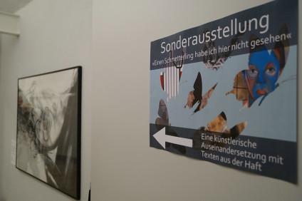Die Ausstellung beschäftigt sich mit Gedichten von Gefangenen des Nationalsozialismus, des Apartheidregimes in Südafrika und der SED-Diktatur.